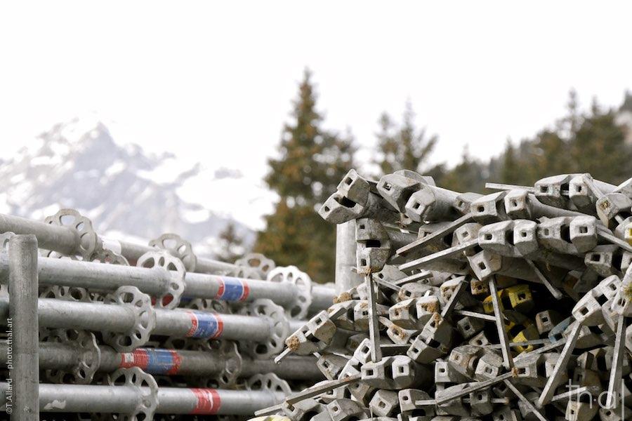 Empilement d'échafaudages à Flaine en Savoie