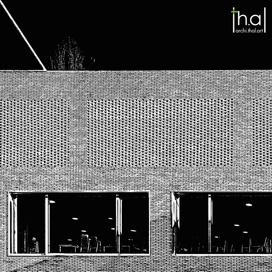 Traitement graphique en noir et blanc d'une façade en brique