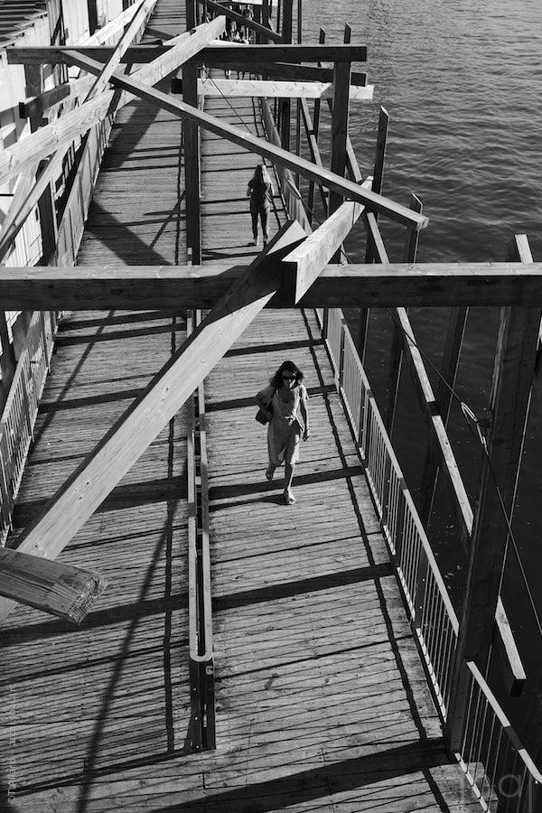 Passantes sur les quais de Saône