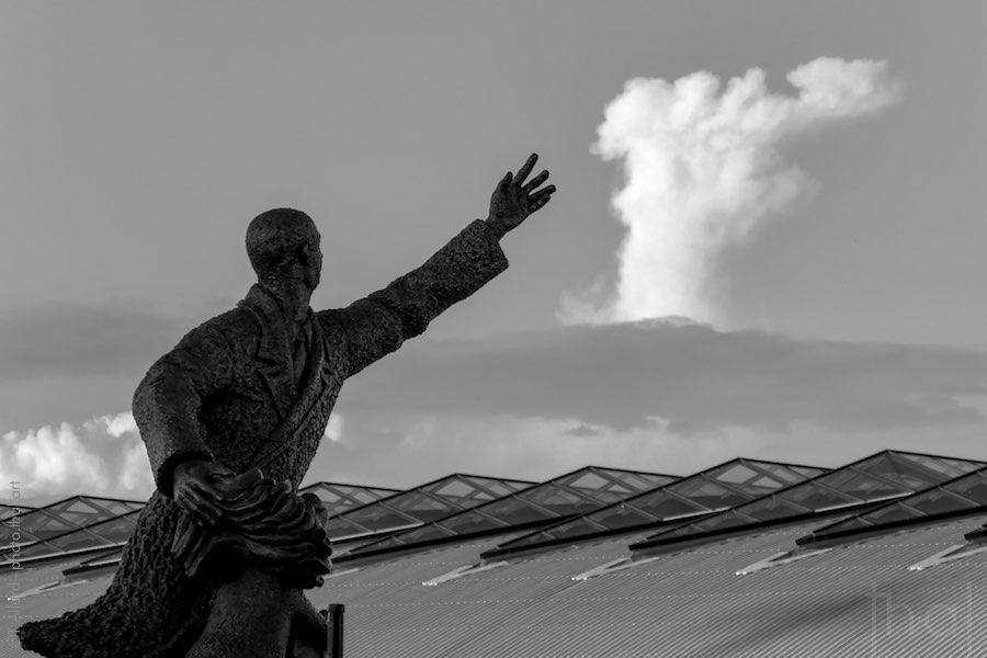 La statue de Saint-Exupéry devant la gare TGV de Saint-Exupéry à Lyon