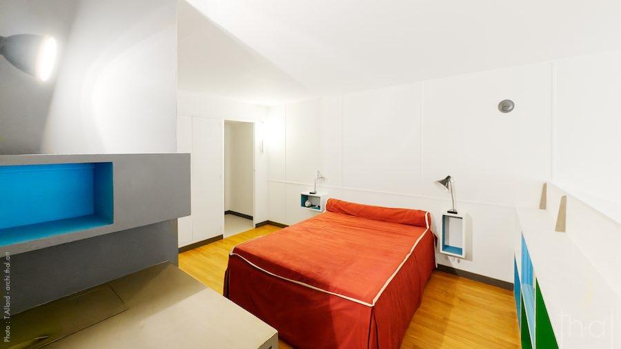 Chambre parentale en mezzanine dans appartement type E2 Le Corbusier