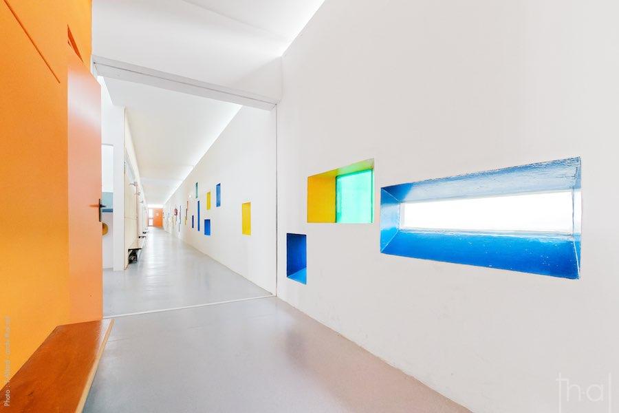 Couloir intérieur de l'école de Le Corbusier à Firminy