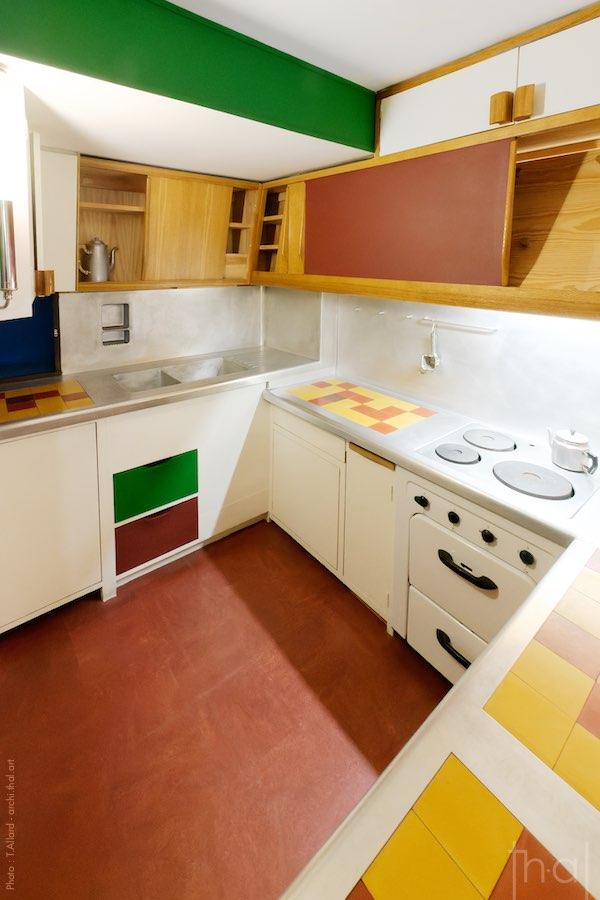 Cuisine équipée de l'appartement type E2 Le Corbusier