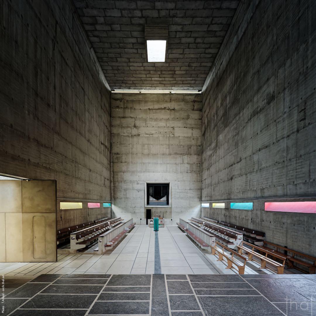 Intérieur de l'église Le corbusier au couvent de la Tourette