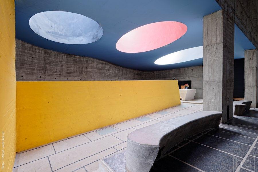 Les puits de lumière colorés au couvent de la Tourette