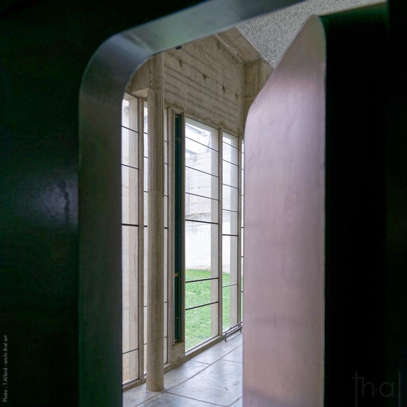 Porte ouverte pour la suite de la visite du couvent de la Tourette