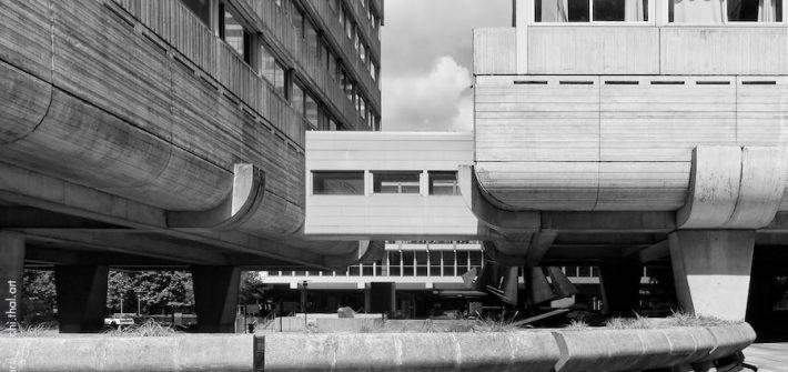 Architecture brutaliste à Paris la Défense
