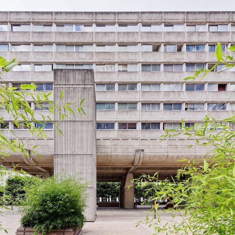 Immeuble brutaliste Vision 80 à la Défense