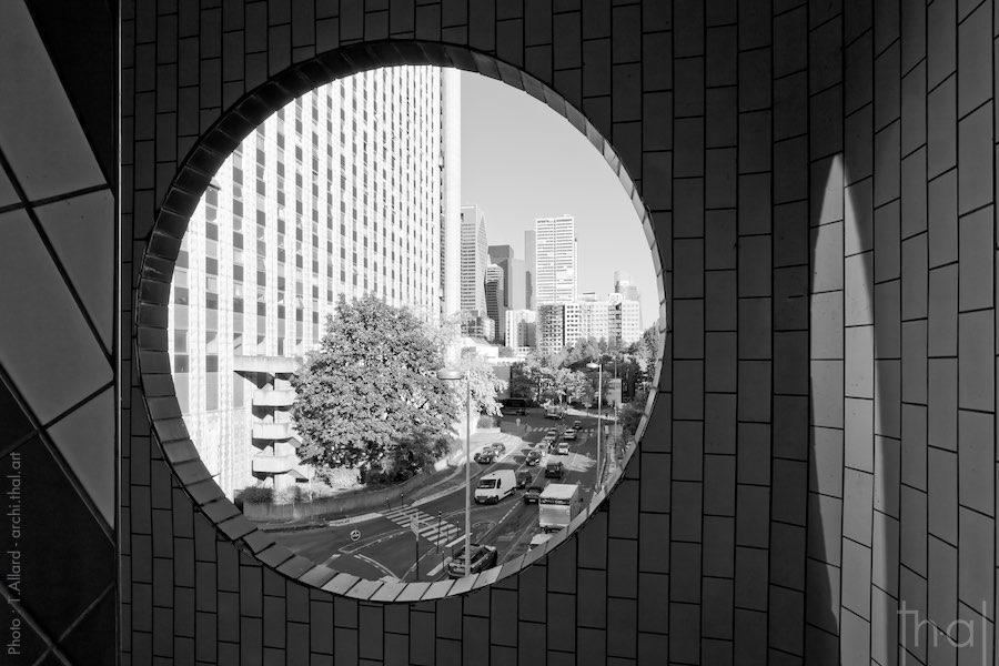 Vue arrière des immeubles des Damiers à Paris La Défense