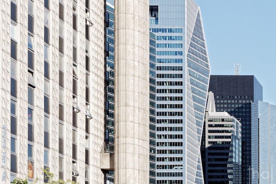 Les damiers, immeuble brutaliste au cœur des tours de la Défense à Paris