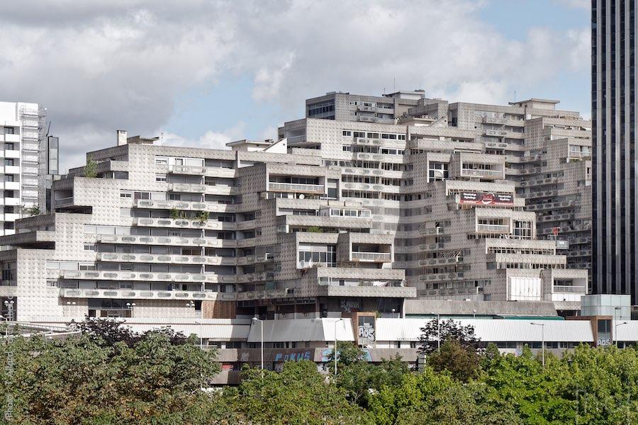 Immeubles brutalistes les Damiers dans le quartier de la Défense