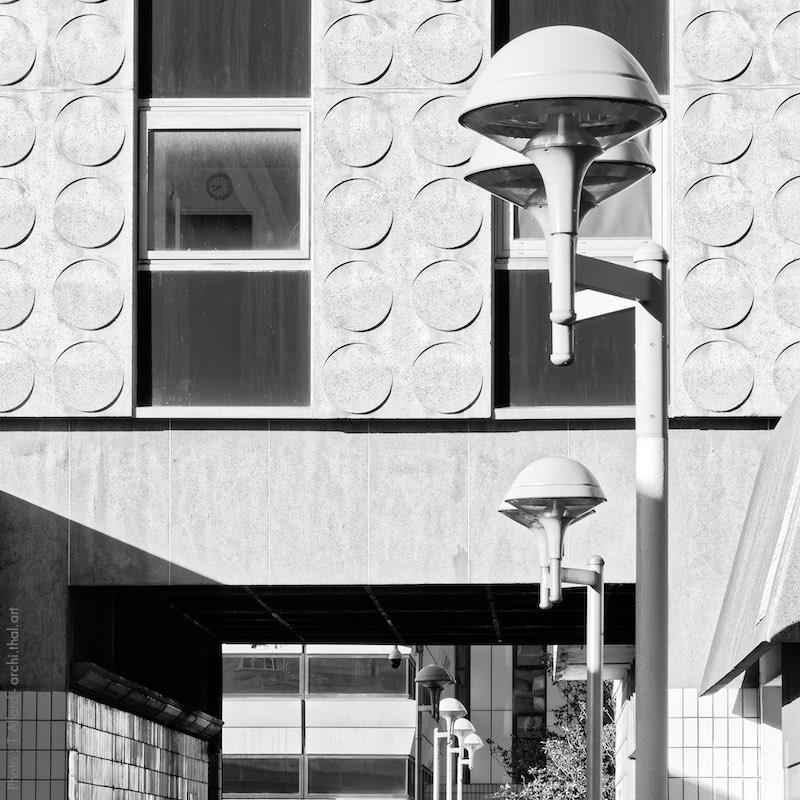 Luminaires et façade des damiers à la Défense