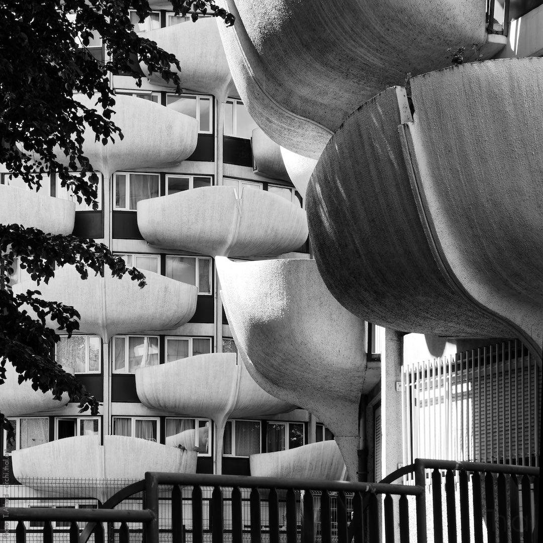 Balcons en forme de pétales sur les tours épis de maïs à Créteil