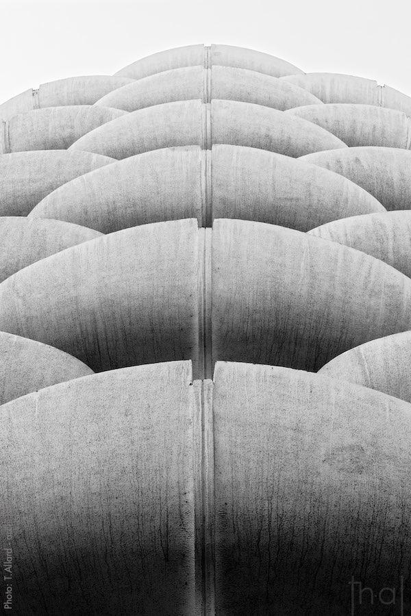 Vue des balcons brutalistes par le photographe d'architecture Thierry Allard