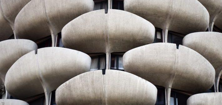 Les balcons en forme de pétales de l'architecte Gérard Grandval à Créteil